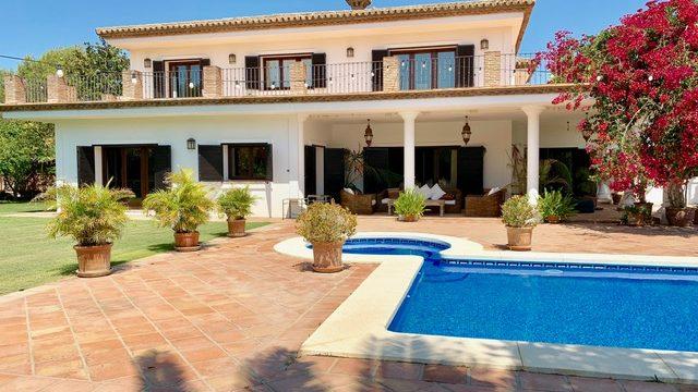 Family Villa For Sale, Upper Sotogrande