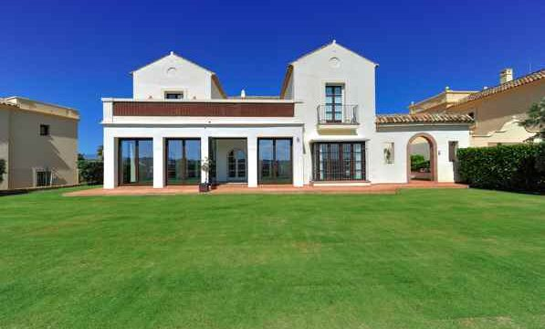 Amazing villa in Los Cortijos de La Reserva.